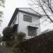 【本山町】きれいな川沿いに建つ コンパクト二階建て
